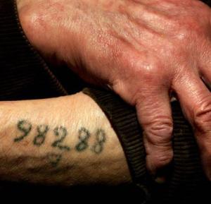318-tatouage-made-in-auschwitz_large